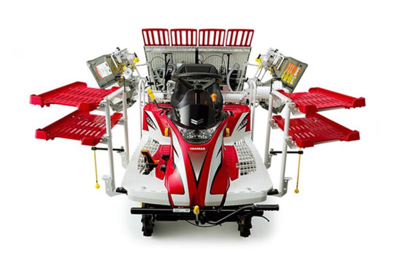 戦隊モノのメカのような田植機とSF的耕耘機