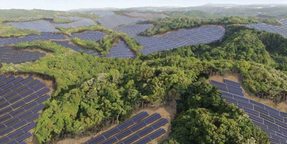 元ゴルフ場、今は太陽光発電所