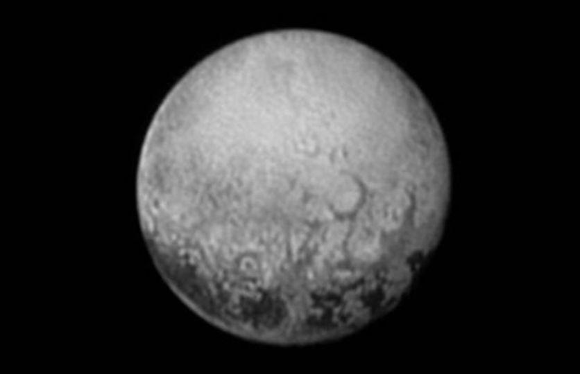冥王星の黒いミステリーの輪郭がみえてきた