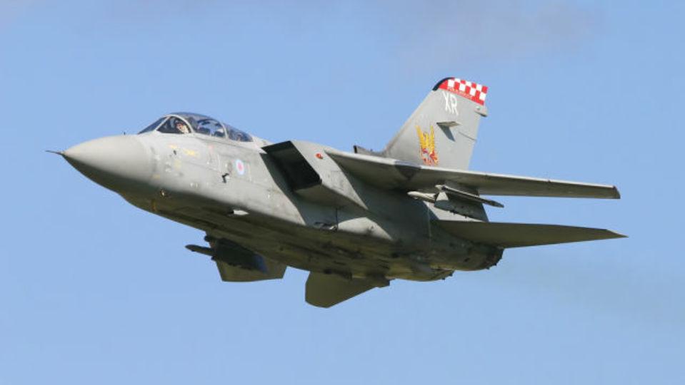 イギリスのジェット機からミサイルが誤ってこぼれ出ました