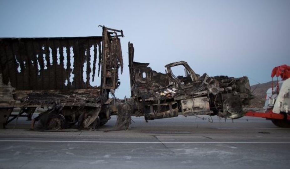 野次馬ドローン5機に消防ヘリ出動が阻まれてLA高速道が火の海