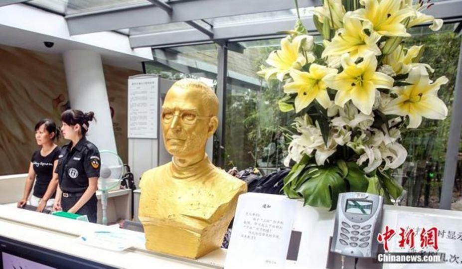 上海にはジョブズの黄金像を拝んで1日がはじまる会社がある