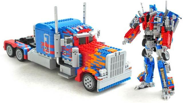 本当にトランスフォームできるレゴでできたオプティマス・プライム