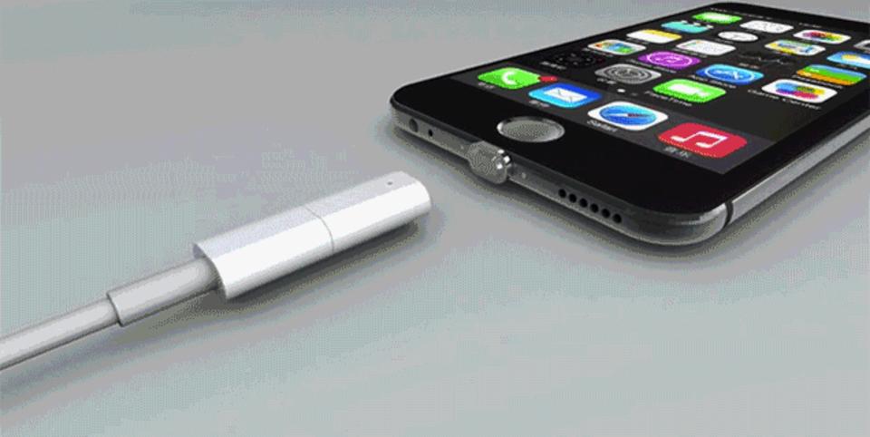そうそう、コレが欲しかったんだよ! MagSafeみたいな磁石でくっつくモバイル端末用充電アダプター