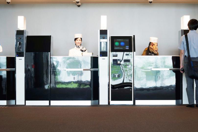 なにコレ? 変なの! 従業員はロボットだらけ「変なホテル」がハウステンボスにオープン