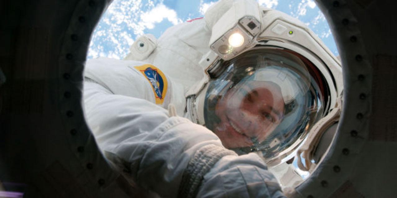 宇宙飛行士が宇宙に行くと皮膚が薄くなることが明らかに