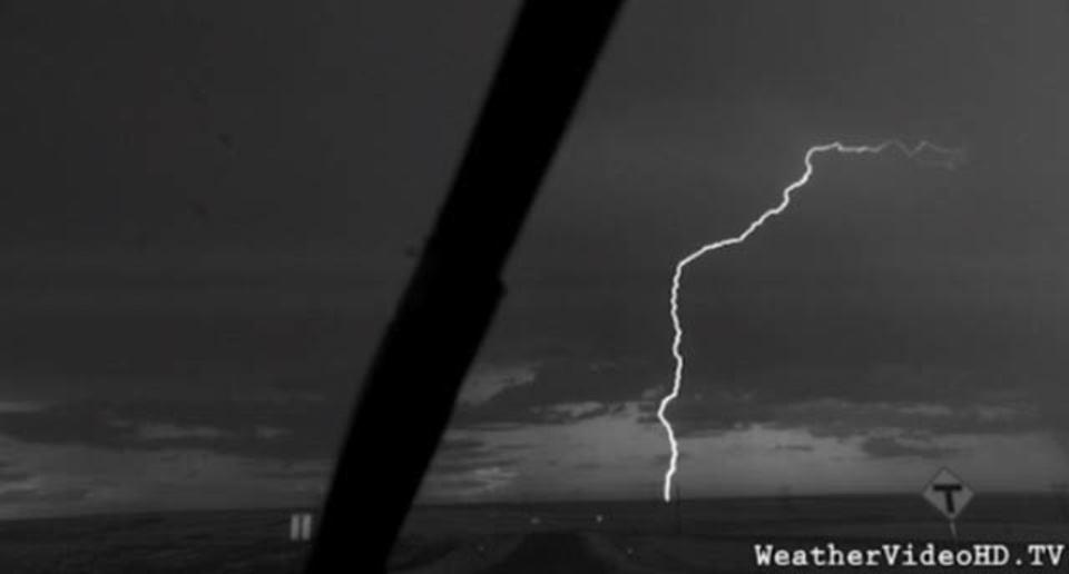 あ、雷だ! スローモーションで雷だ!