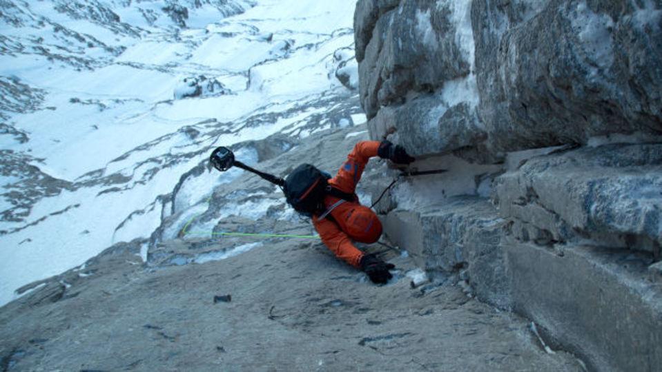 足元は絶対見るな! 史上最恐の山を登る様子を360度ぐりぐり動かせる動画