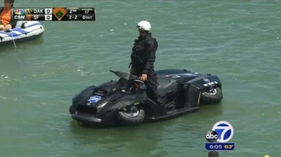 サンフランシスコ市警のジェットスキーは四輪バギーにもなる「Quadski」