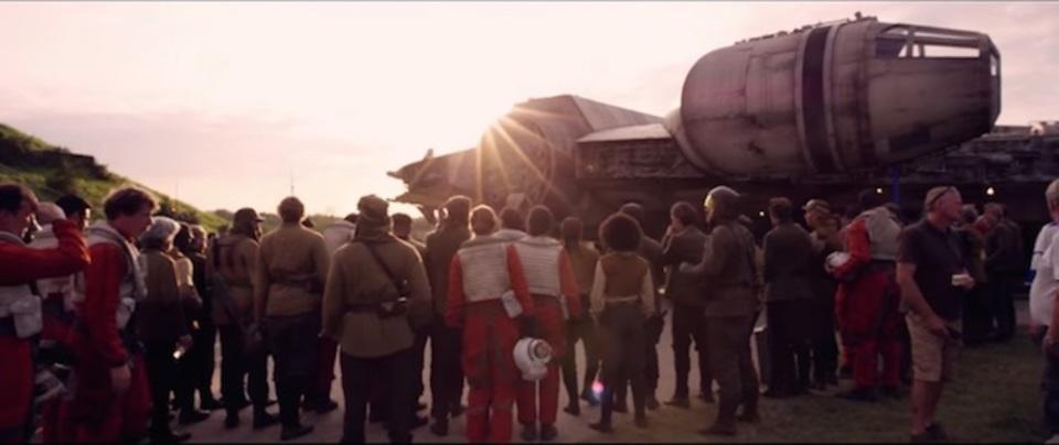 巨大なセットに思わず高揚。「スター・ウォーズ/フォースの覚醒」メイキング映像が公開