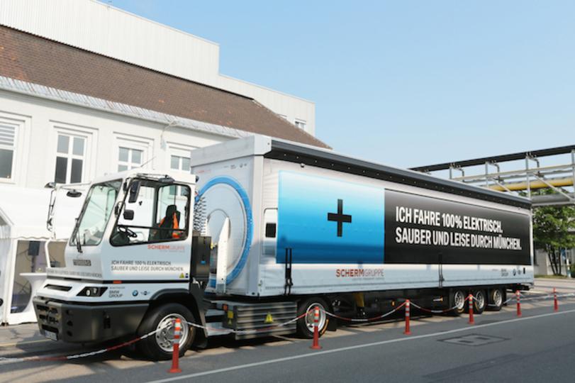 BMWが使い始めた40トンEVトラックのエコな輸送がカッコいい