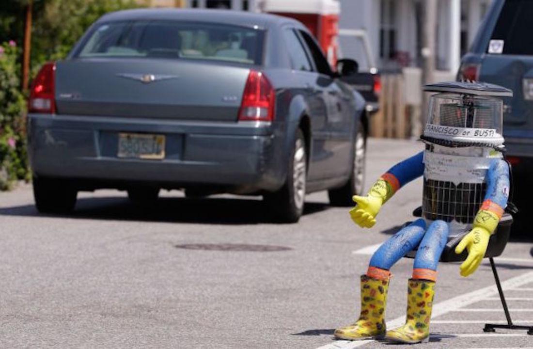 アメリカ横断中のヒッチハイクロボット「hitchBOT」くん、何者かに破壊される