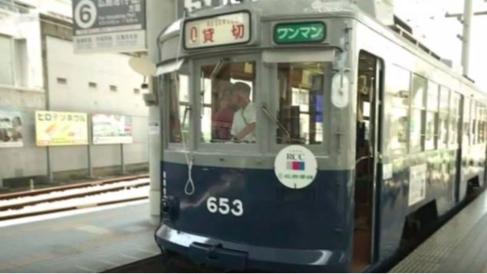 広島は8月6日を忘れない。原爆投下後、3日で走りだした路面電車が復元される