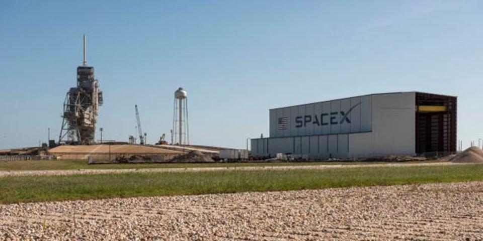 SpaceXの格納庫、いちいちかっこいい