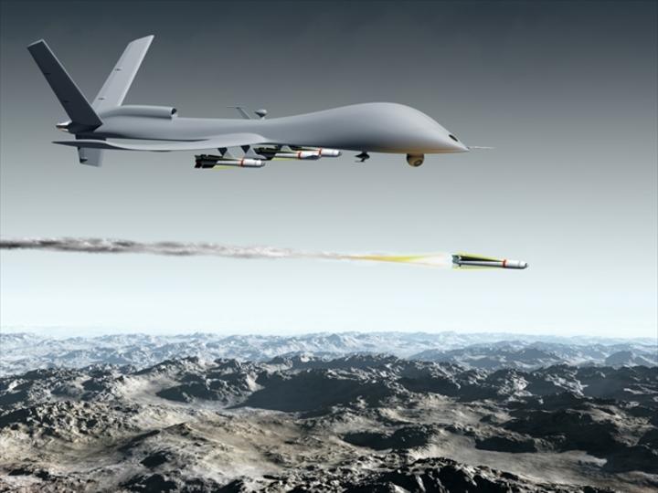 これからの軍事用ドローンは、空からハッキングもします