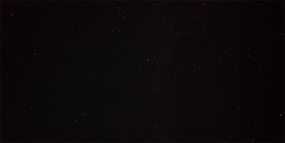 ソニー α7Sで撮影したペルセウス座流星群。PCの画面をきれいにしてから見よう