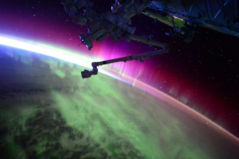 宇宙から撮影したオーロラの動画は息をのむほど美しい