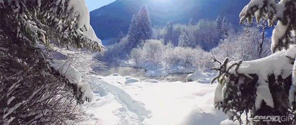空から大自然を堪能しよう(雪山の映像がとても涼しげです)