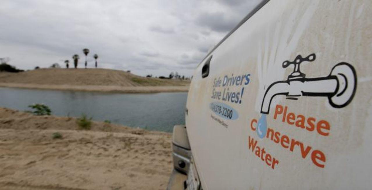 カリフォルニア、地下水をくみ上げすぎて地面が沈む