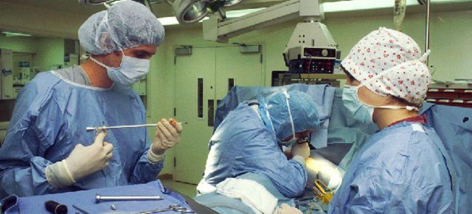 手術室の音楽が外科医の能力をアップさせる!?