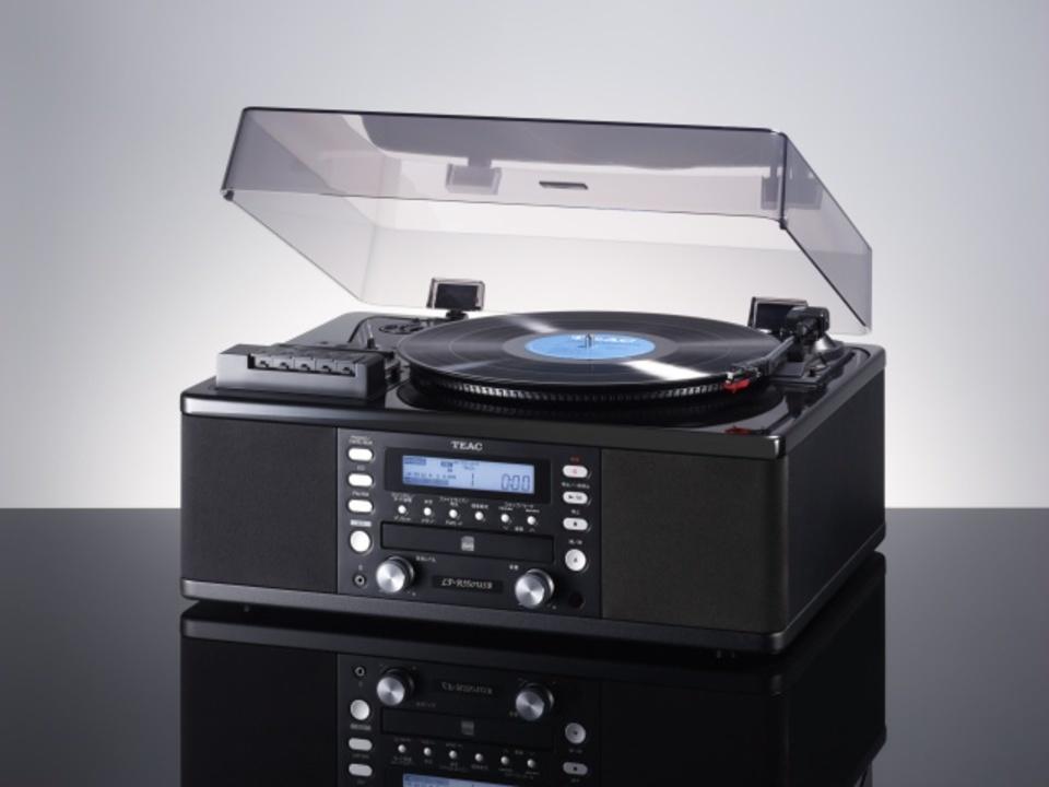 レコードもカセットもデジタルに。シックな一体型オーディオ