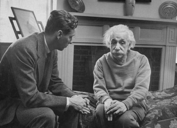 この写真「アインシュタインとセラピスト」じゃないんですってば