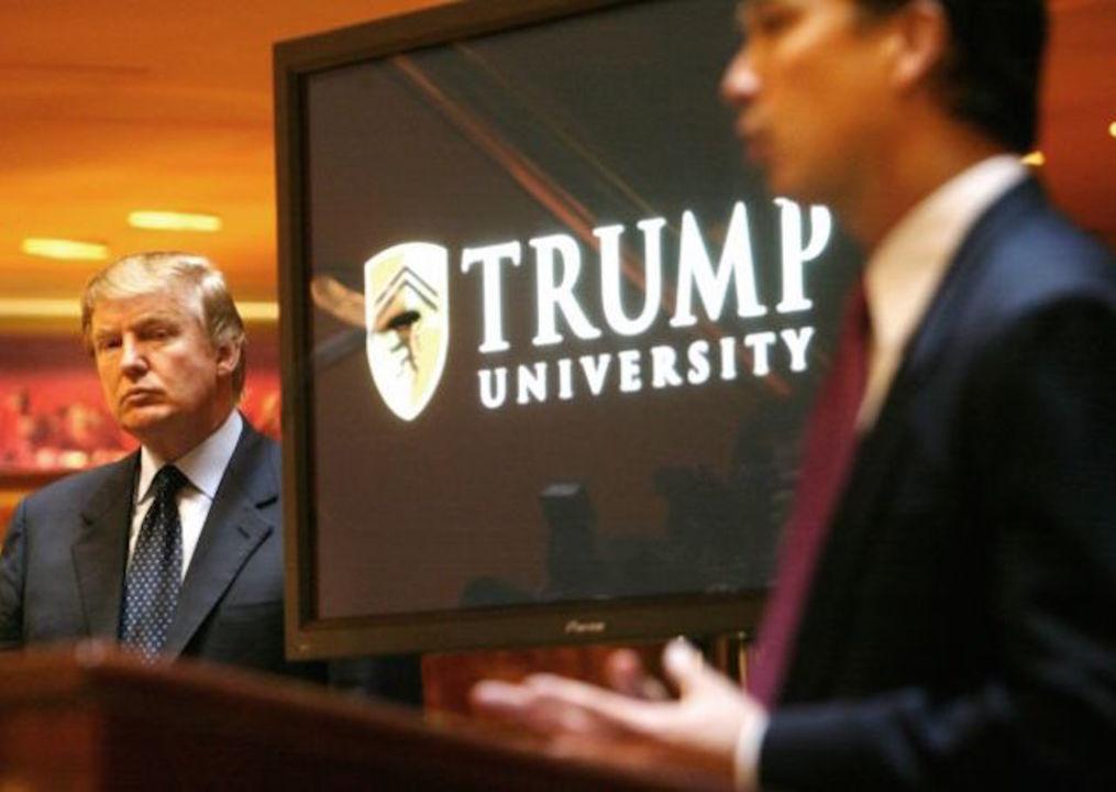 「ドナルド・トランプ大学は詐欺だった」元生徒たちの証言