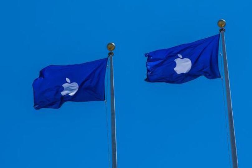 アップルイベント会場に、りんごの旗がたってるぞ!
