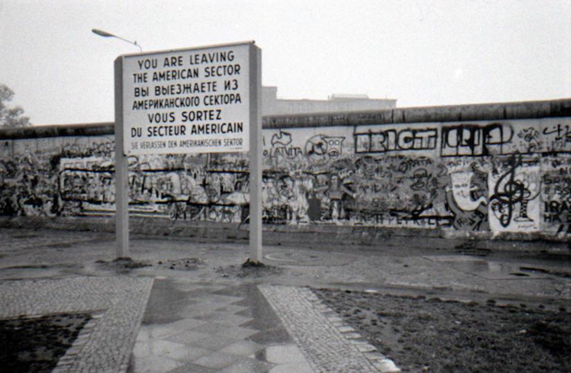 ベルリンでレーニン像の頭部が掘り返される