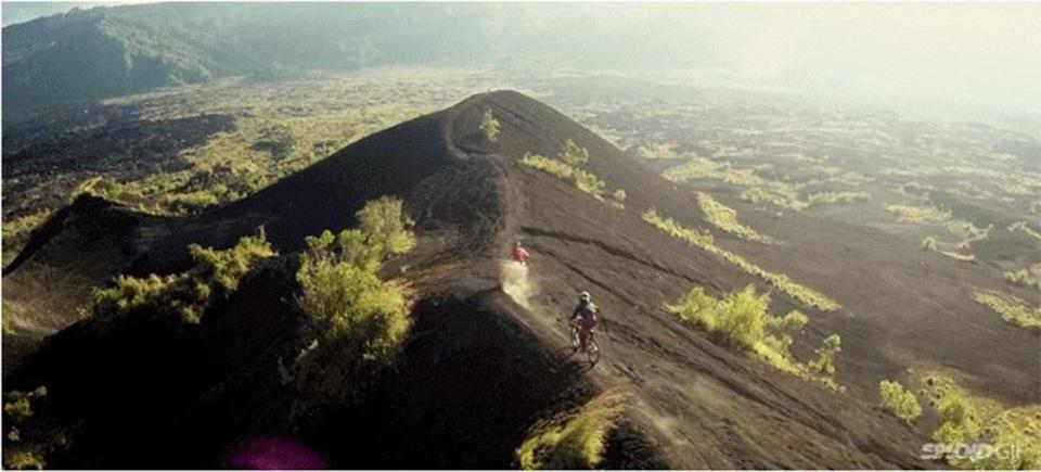去りゆく夏が名残惜しい…。バリの大自然を自転車で駆けめぐる爽快感