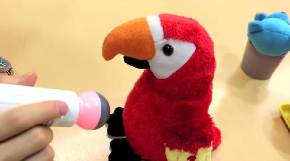デジタル知育へのアプローチ。「色を捕える」ペン型おもちゃが登場