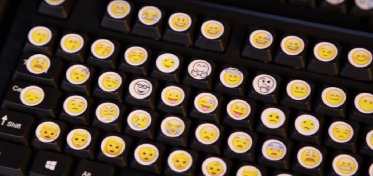 世紀の珍発明!? 1,000以上もの絵文字を並べたキーボード