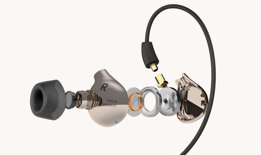 テスラテクノロジー採用イヤフォンで高精細な音楽表現を貴方に。「AK T8iE」