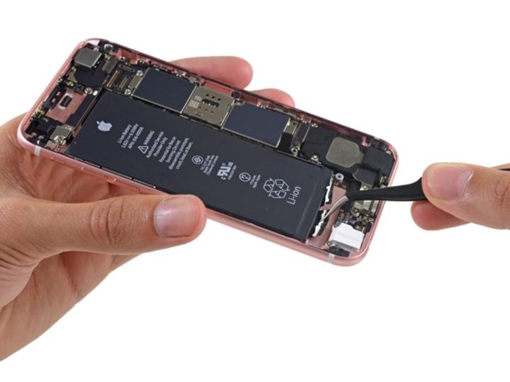 Oh…。もうiPhone 6sが脱がされてる