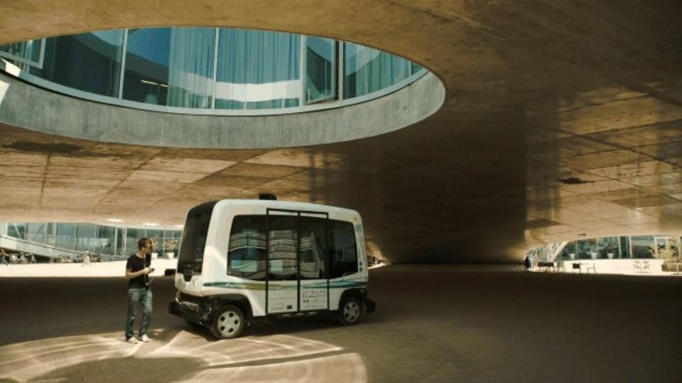 未来がついにやってきた。オランダで無人バスがスタート