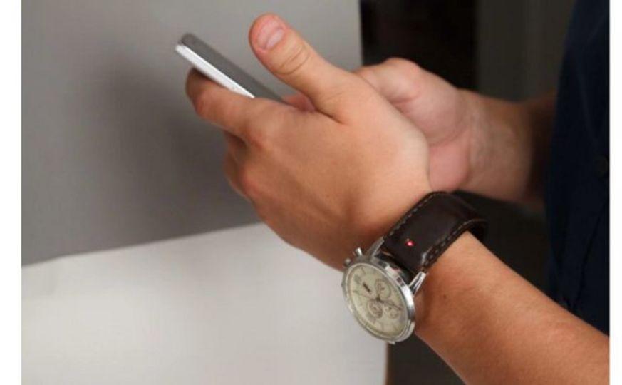 どんな時計もスマートウォッチ化できるバンド「Unique」