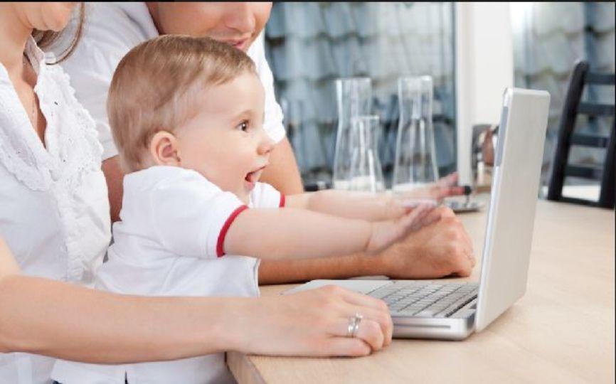 赤ちゃんはYouTubeのエルモとFaceTimeのおばあちゃんを区別できてる?