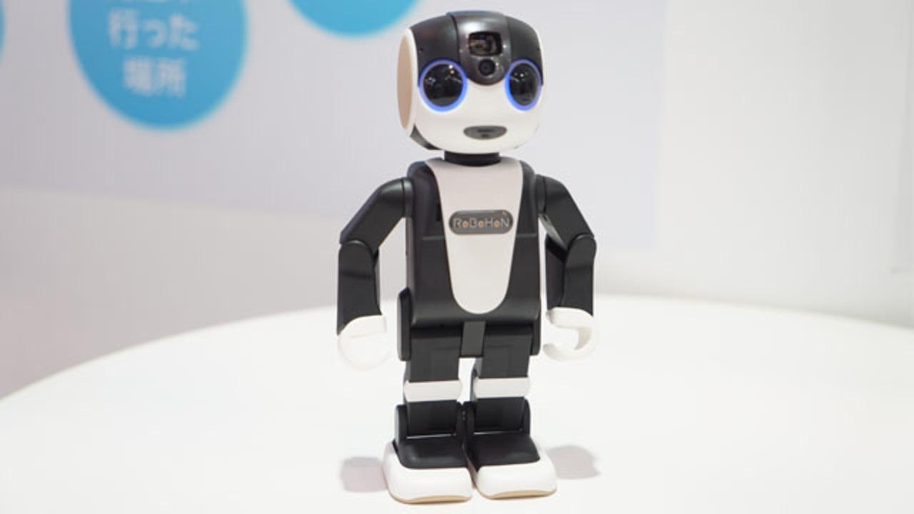 ロボット型スマホ? シャープがとっても愛くるしいRoBoHoNをお披露目 #CEATEC2015