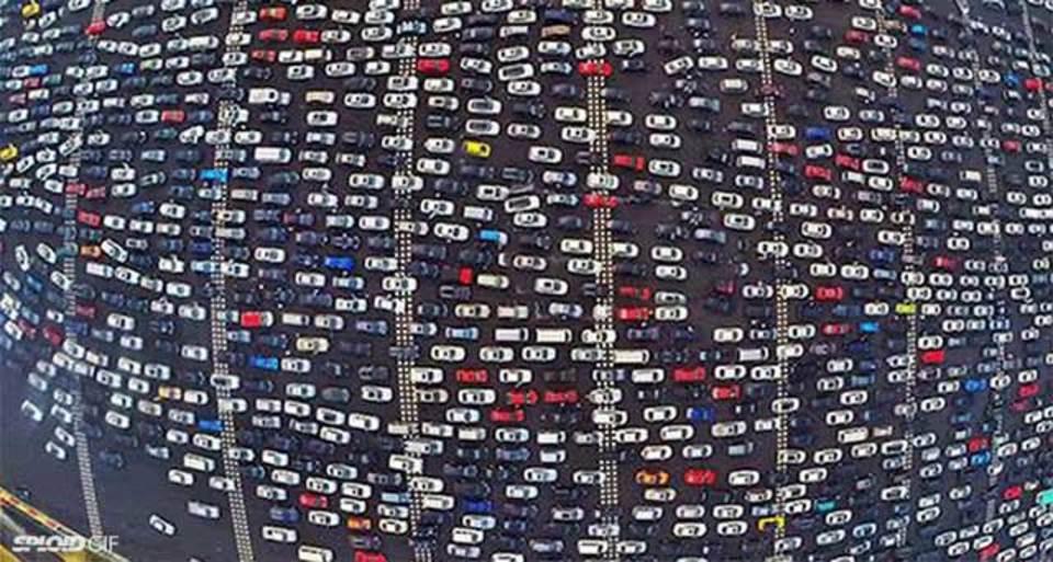 中国の高速道路ラッシュが世界の終わりレベル