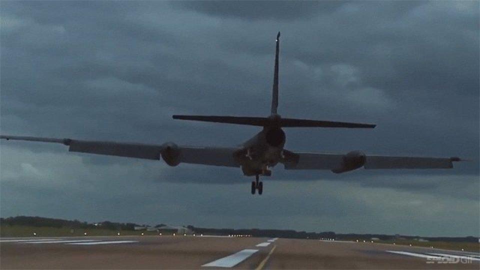黒い偵察機ドラゴンレディは思ったよりも着陸が大変…
