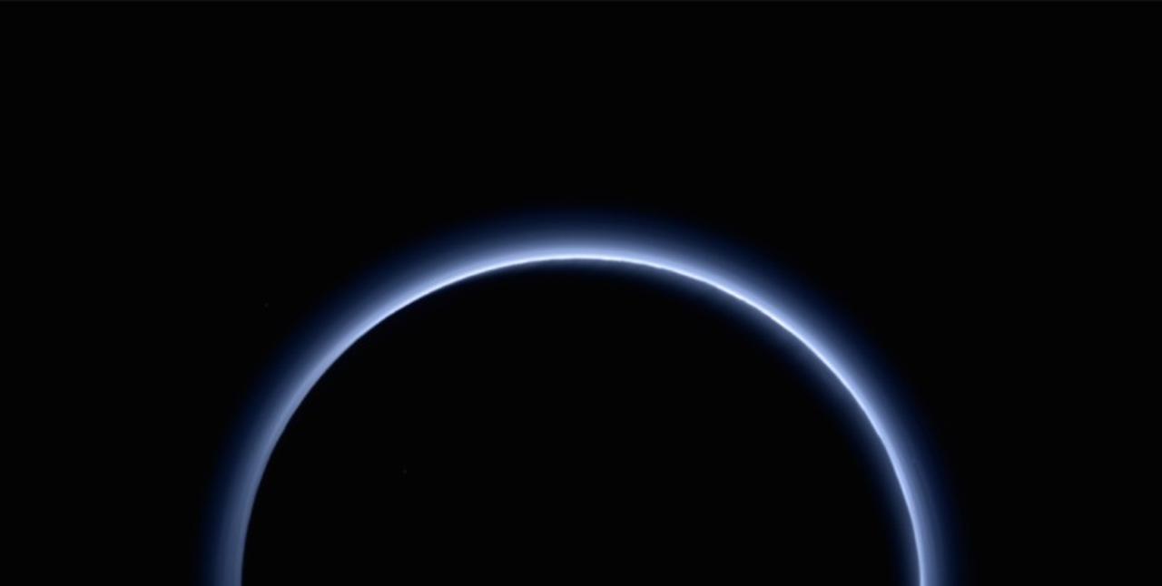 冥王星、親しみやすい空の色、まだまだ残る謎。