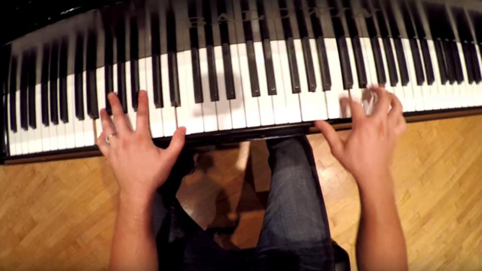 努力せずにピアノが弾ける(気分になる)動画