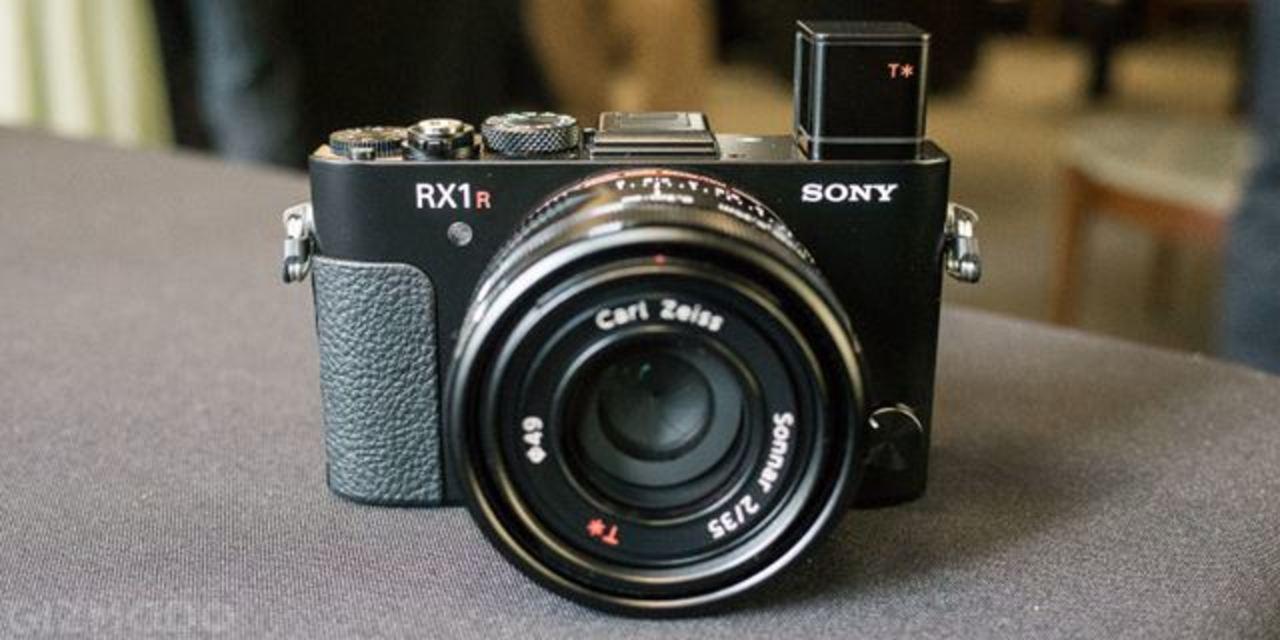 It's a MONSTER! フルサイズ最強コンデジ「RX1R II」がデビュー