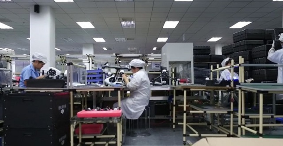 スゴイ秘密も映ってる? 世界一のドローン工場でテスト撮影された動画が流出