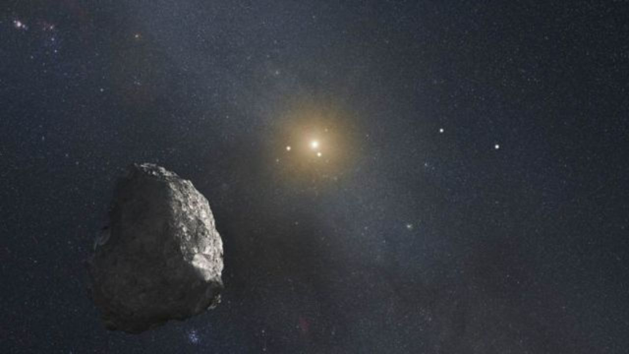 ハロウィンの夜空を、新発見の小惑星が飛んでいきます