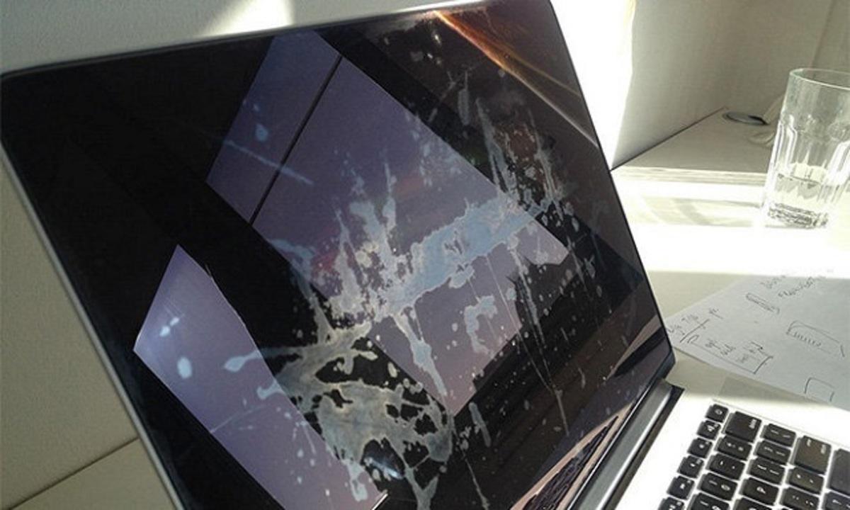 MacBookのRetinaコーティングはがれ問題、アップルが交換へ