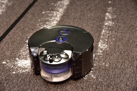 ダイソン製ロボット掃除機「ダイソン360 Eye」、完成機がついにロールアウト