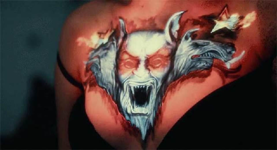 うぉ、びっくりしたー。このタトゥー動くぞ!