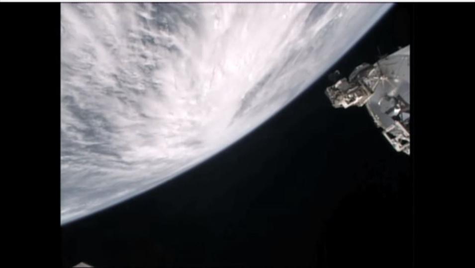 宇宙から見た史上最大のハリケーン