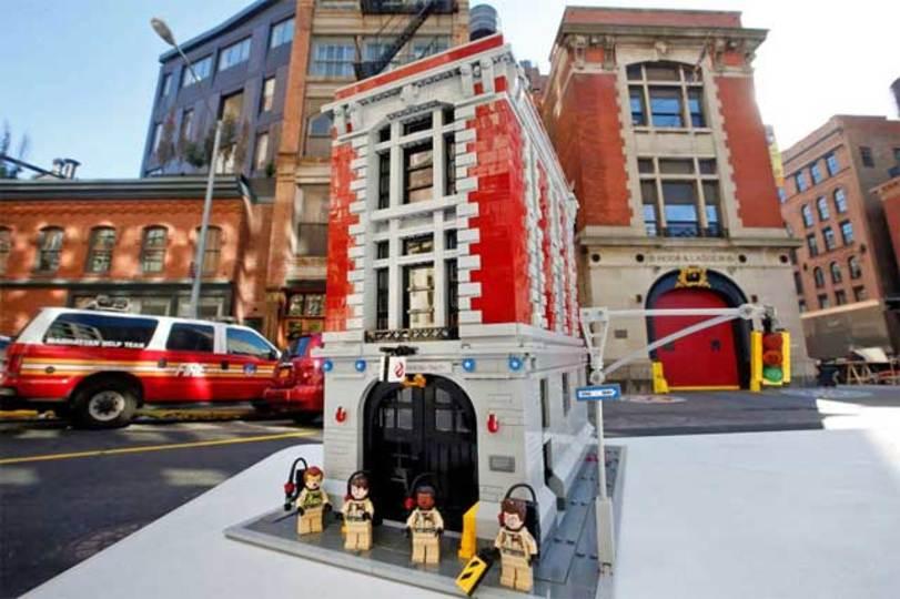 レゴが「ゴーストバスターズ」の本部セット、写真を公開